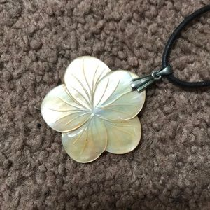 Jewelry - 🐚✨Abalone Flower Necklace